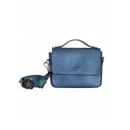 Fashion alert: geanta albastra, vedeta in 2020!